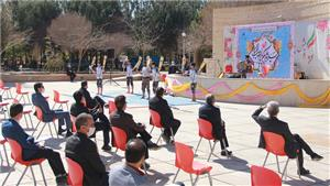 خبر-جشن روز پدر در صحن دانشگاه یزد برگزار شد