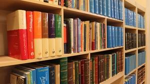 اهدای 842 جلد کتاب به دانشکده حقوق، علوم سیاسی و تاریخ دانشگاه یزد