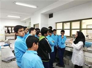 خبر-بازدید جمعی از دانش آموزان ممتاز یزدی از دانشگاه یزد در هفته ترویج علم