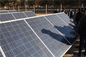 بازدید جمعی از دانشجویان دانشکده فنی و حرفهای از نیروگاه خورشیدی دانشگاه یزد