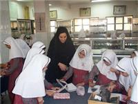 خبر-بازدید دانشآموزان دبستان شاهد یزد از موزه سنگشناسی دانشکده مهندسی معدن و متالورژی
