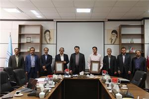 از خدمات دو تن از بازنشستگان دانشگاه یزد تجلیل شد